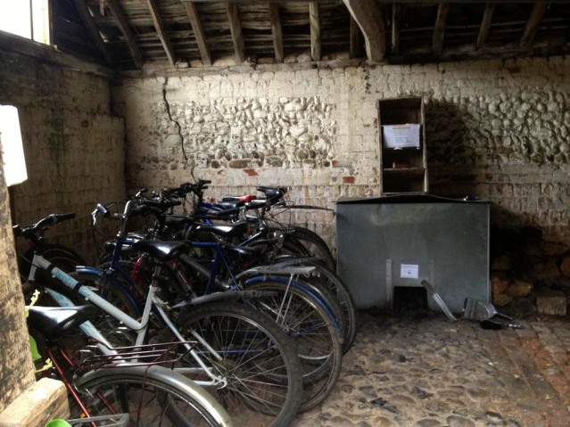 i started my second day at rose cottage with a short bike ride around the area. this is the bike shed where i borrowed my bike from. i rode past a couple of farms and a horse stable. and i also almost squashed this fella...