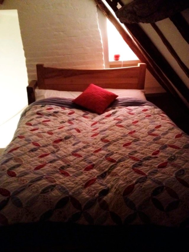 zainab and i slept in this room in the attic. head bumps: 3 in the en suite bathroom: 2. mind you some of these bumps were cheek bumps. other casualties included knees and shins. all part of the charm, all part of the charm...