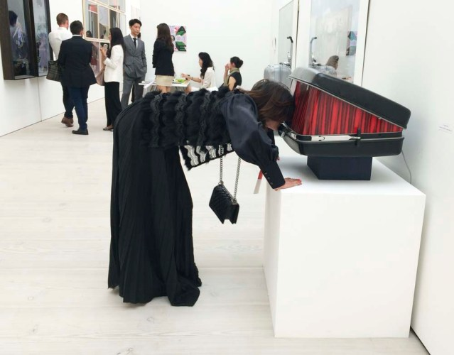 at the saatchi gallery n takes a gander at the theater inside the suitcase. or perhaps i should say 'theatre'