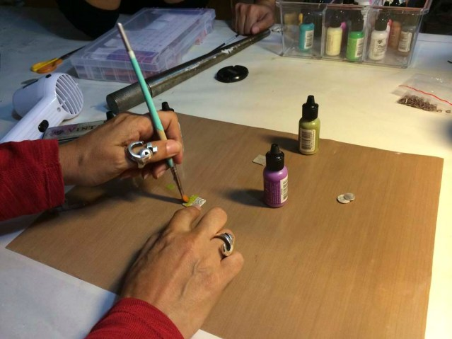 lubna demonstrating a coloring technique